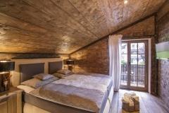 ferestre-lemn-casa-bavaria-dormitor