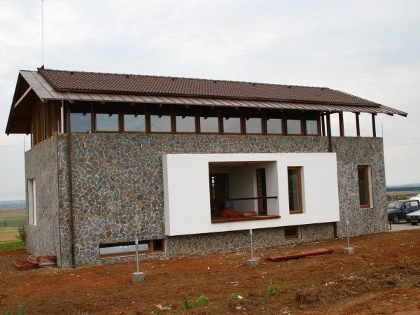 case-private-ferestre-lemn