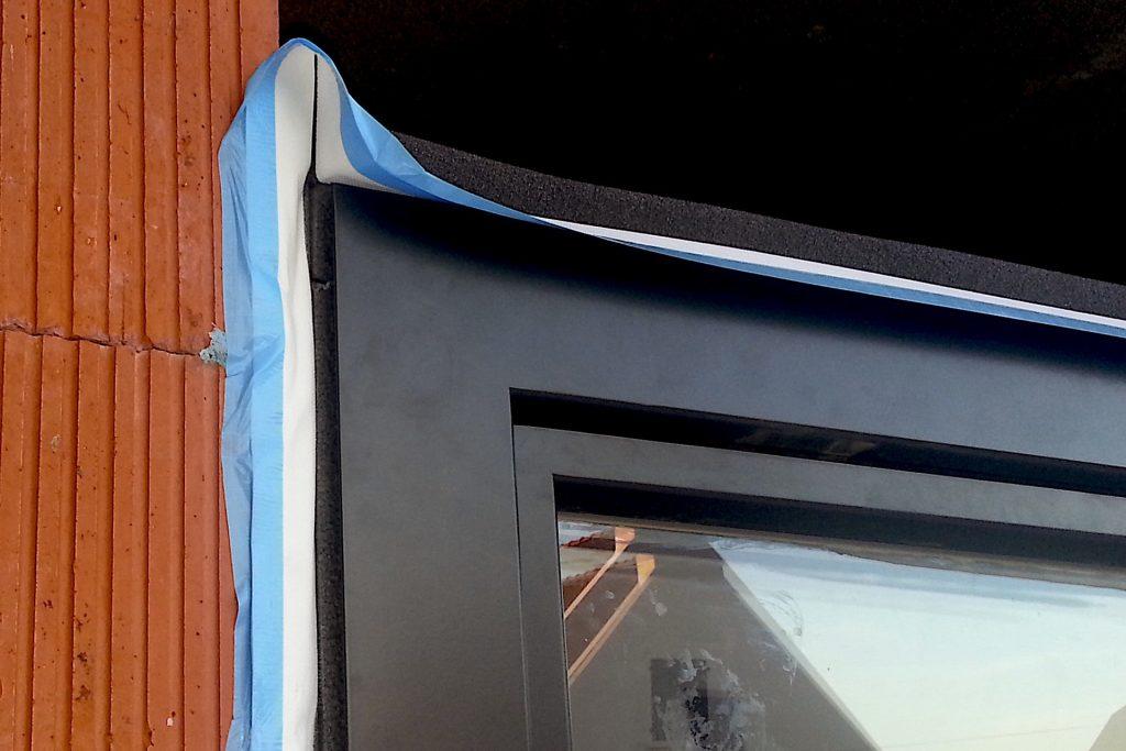 fereastra-lemn-aluminiu pusa in opera cu banda precomprimata