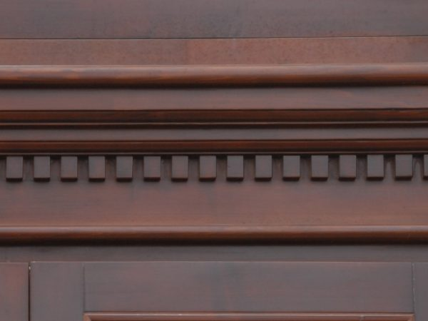 detaliu decortativ usi lemn