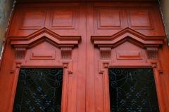 detaliu-usa-intrare-curte-lemn-stratificat