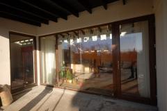 vitrina-usa-intrare-casa-privata