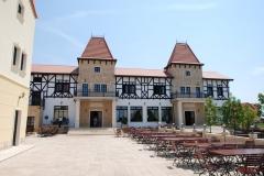 biergarten-vitrene-lemn-stratificat