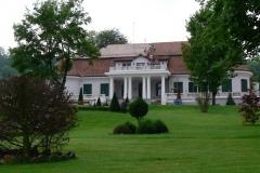 fatada-muzeul-gazului-ferestre-obloane-lemn