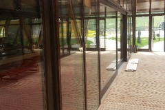 vedere-interioara-perete-cortina-lemn-aluminiu-hebe-schiebe-4
