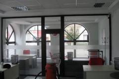 amenajare-interior-banca-vitrina-lemn-stratificat