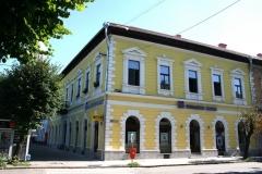 cladire-restaurata-ferestre-lemn